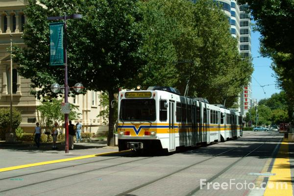 1219_05_12---Sacramento-Regional-Transit-District--light-rail-system--California-USA_web[1]