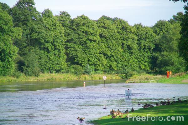 35_13_10---Flood--River-Wear--Chester-le-Street-August-2004_web