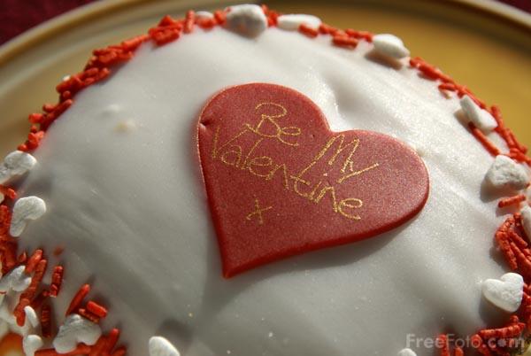 09_05_17---Valentine-s-Day-Cake_web